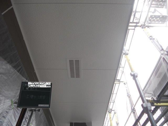 軒天塗装上塗り一層目塗装完了