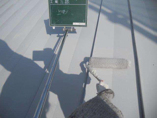 折半屋根遮熱シリコン塗料塗装上塗り塗装状況