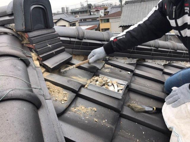屋根既存漆喰撤去状況