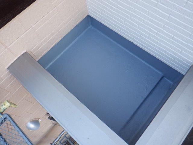 バルコニー防水防水材二層目塗装完了