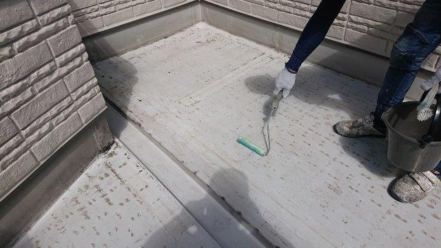 バルコニー塩ビシート防水下塗り塗装状況