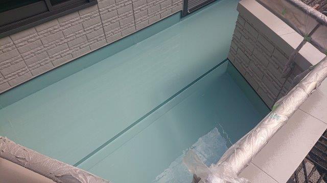 バルコニー塩ビシート防水主材二層目塗装完了