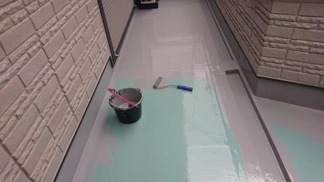 バルコニー塩ビシート防水トップコート塗装状況