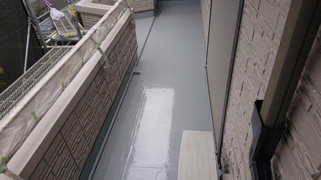バルコニー塩ビシート防水トップコート塗装完了