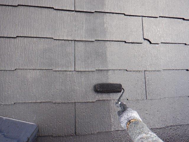 屋根カラーベストフッ素塗料塗装上塗り塗装状況