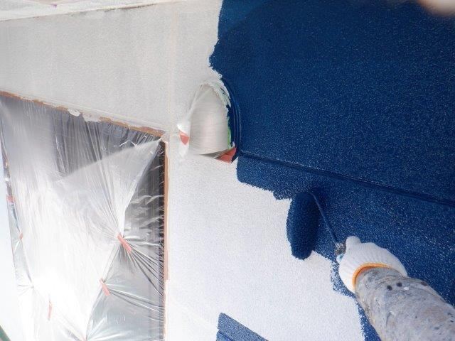 外壁サイディングフッ素塗料塗装中塗り塗装状況